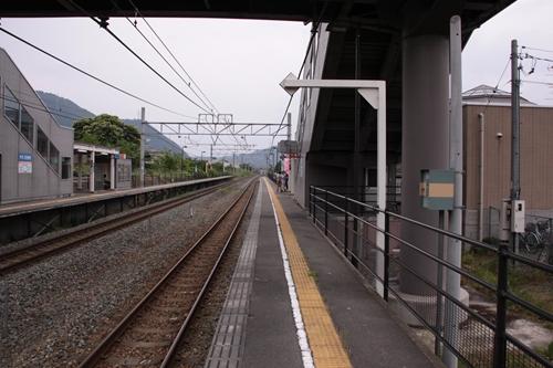 テクノさかき駅1番線ホーム軽井沢方面
