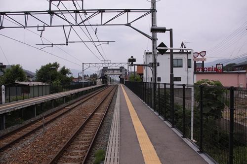 信濃国分寺駅1番線ホーム篠ノ井方面