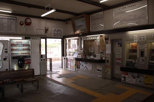 大屋駅駅舎改札口