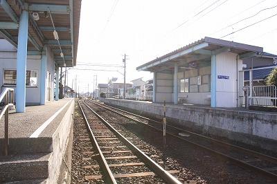 西春江駅ホーム福井方面