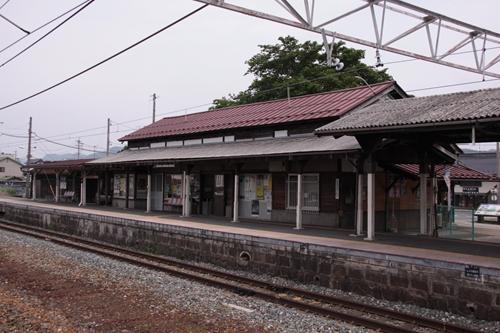 大屋駅駅舎2番線ホームからの眺め