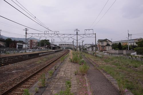 大屋駅2番線ホーム篠ノ井方面