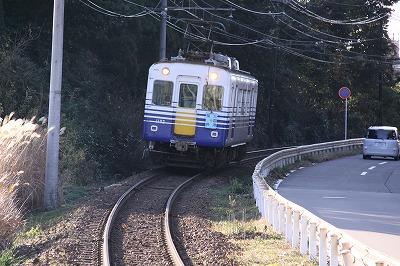 三国神社駅と電車