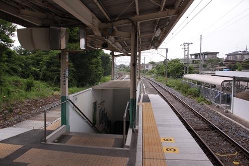 滋野駅ホーム入口