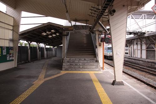 小諸駅1番線ホーム跨線橋入口