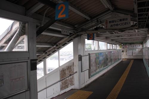 小諸駅跨線橋内部2番線・3番線入口