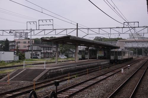 小諸駅4番線・5番線ホーム全景