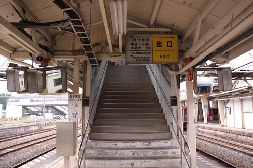 小諸駅2番線・3番線ホーム入口