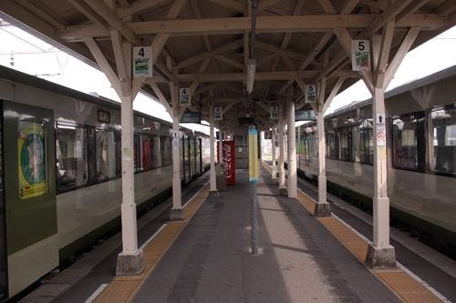 小諸駅4番線・5番線ホーム軽井沢方面