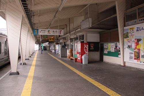 小諸駅1番線ホーム改札付近