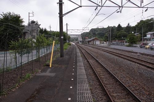 信濃追分駅2番線ホーム篠ノ井方面