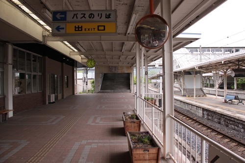 中軽井沢駅改札口先通路