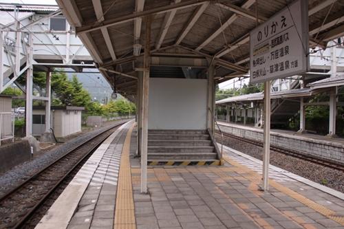 中軽井沢駅1番線ホーム階段入口