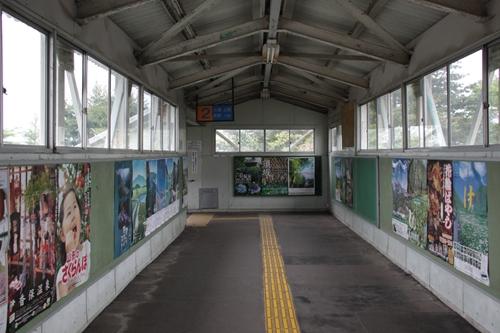 中軽井沢駅2番線ホーム入口