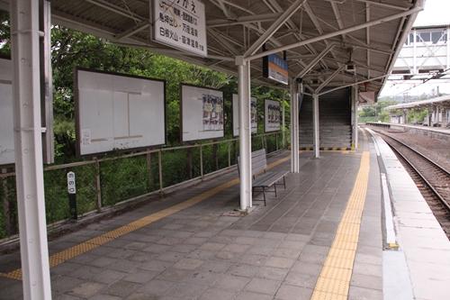 中軽井沢駅2番線ホーム上入口