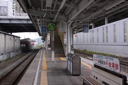 軽井沢駅ホーム階段入口