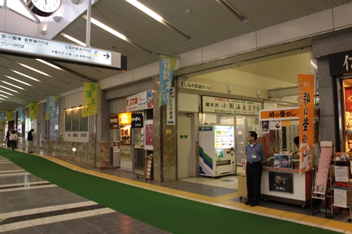 軽井沢駅駅舎内しなの鉄道入口