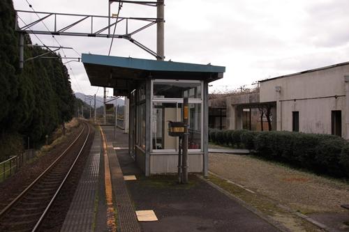二俣駅待合所