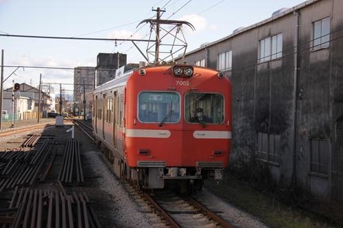 本吉原駅と電車