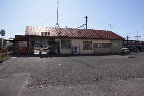 比奈駅駅舎