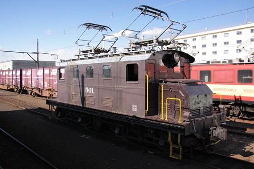 比奈駅電気機関車2
