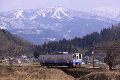 雪山と電車