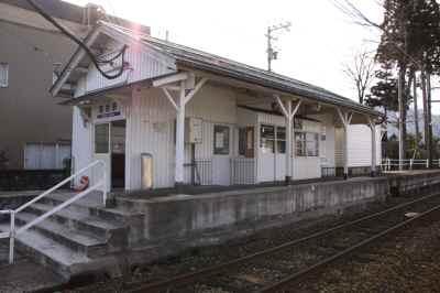 構内から望む駅舎