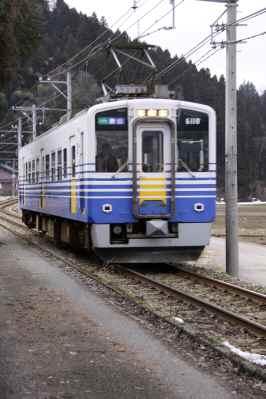 併用軌道を行く電車