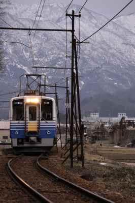 雪山と電車2
