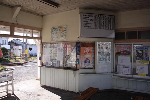 岳南富士岡駅改札口