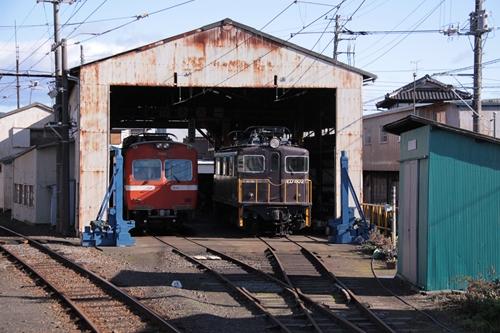 岳南富士岡駅車庫