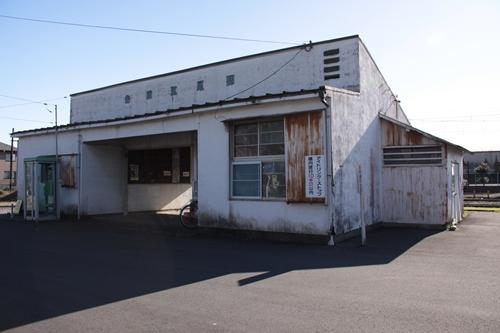 岳南江尾駅駅舎