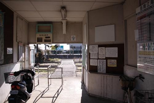 岳南江尾駅改札口