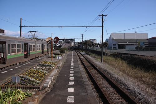 岳南江尾駅ホーム終点側