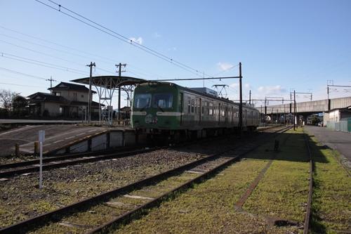 岳南江尾駅ホーム全景
