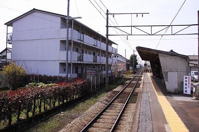 太郎坊宮前駅ホーム近江八幡方面