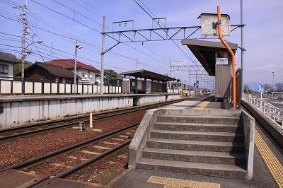 市辺駅構内