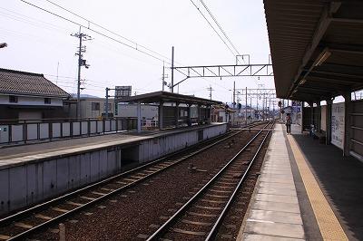 市辺駅八日市方面ホーム近江八幡方面