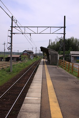 朝日大塚駅ホーム貴生川方面