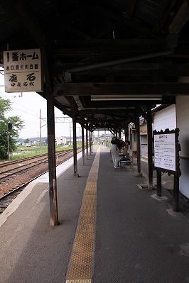 日野駅駅舎側ホーム貴生川方面