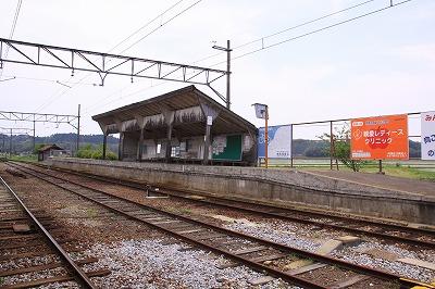 日野駅反対側ホーム全景