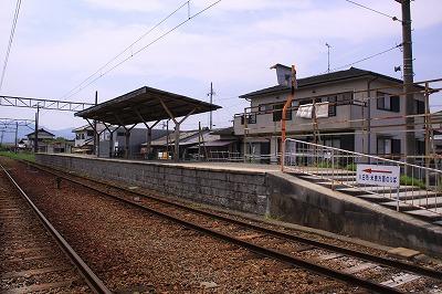 水口駅駅舎反対側ホーム全景