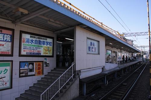 桜橋駅2番線ホーム全景