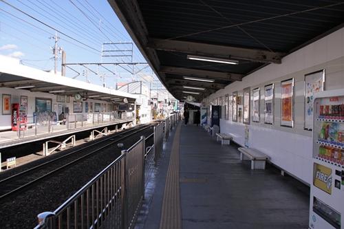 草薙駅2番線ホーム新清水方面