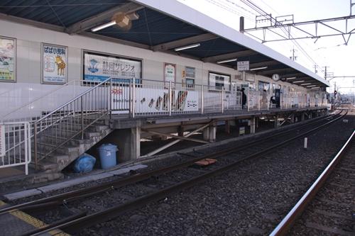 草薙駅2番線ホーム全景
