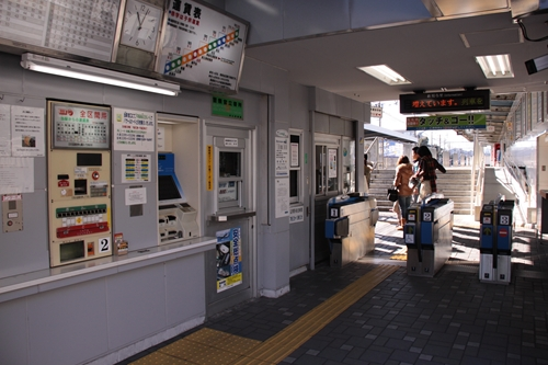 草薙駅駅舎内