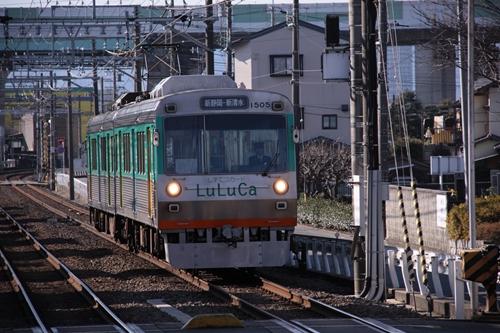 県立美術館前駅1番線ホーム電車