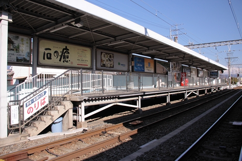 県立美術館前駅1番線ホーム全景