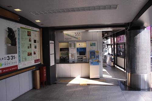 県立美術館前駅駅舎入口