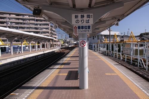 県総合運動場駅3番線・4番線ホーム新清水方面
